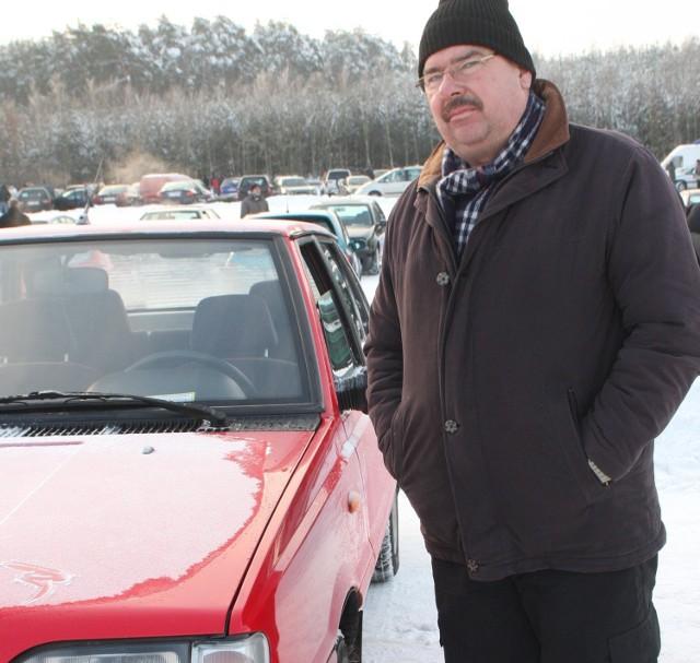 Lucjan Trzebiński przyjechał wczoraj do Miedzianej Góry sprzedać wyjątkowo zadbanego poloneza z 1999 roku wystawiając go z ceną 2,5 tys. złotych.