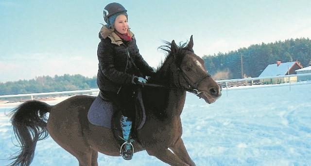 Ferie zimowe w siodle. Zapraszamy do Sztumskiego PolaKonna jazda w zimowej scenerii ma niepowtarzalny urok - zachęcają trenerzy