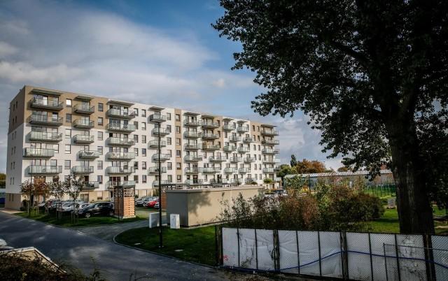 Przejdź do kolejnych zdjęć, żeby zobaczyć wykresy na temat rynku mieszkaniowego w Polsce. Użyj strzałek lub przycisku NASTĘPNE.
