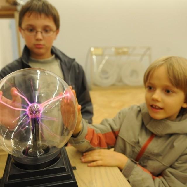 Tomek i Jochen Lipokowie z Tarnowa Opolskiego odwiedzili muzeum w piątek wieczorem.