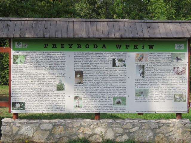 """Ścieżka """"Ptaki Parku Śląskiego"""" składa się z 17 tablic edukacyjnych, w tym dwóch interaktywnych, przygotowanych dla dzieci."""
