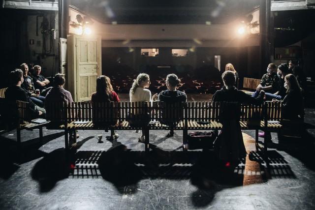 """W Teatrze Zagłębia w Sosnowcu trwają próby do nowego spektaklu """"Komedia (Wujaszek Wania)"""".Zobacz kolejne zdjęcia. Przesuń zdjęcia w prawo - wciśnij strzałkę lub przycisk NASTĘPNE"""
