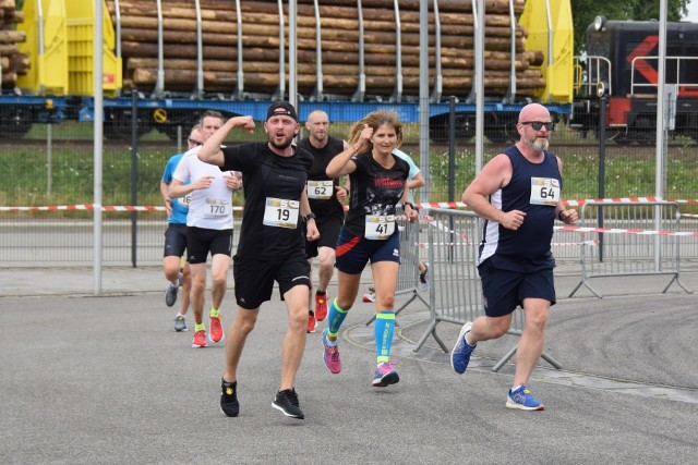 Biegacze zmagali się ostatnio na trasie wokół stadionu w Gdańsku Letnicy