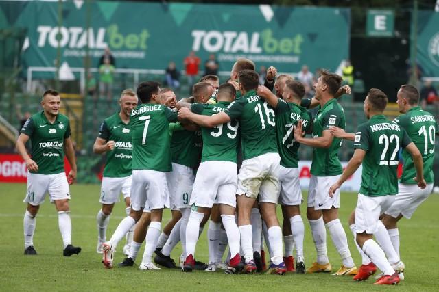 Warta Poznań mimo szybkiej straty gola i piłkarza, odrobiła straty. Dla Zielonych to był drugi remis w tym sezonie. Zobacz zdjęcia z meczu Warta Poznań - Pogoń Szczecin.