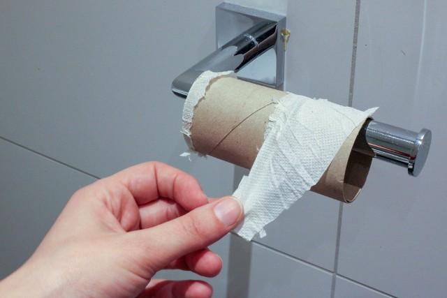 """""""Ile papieru toaletowego?"""" (""""How much toilet paper?"""") - ten internetowy kalkulator papieru toaletowego powie Ci, na jak długo wystarczy Twój zapas papieru toaletowego."""