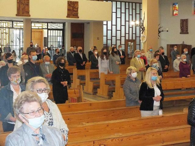 - Kościoły zostały jedyną ostoją przestrzegania reżimu sanitarnego, w obecnej pandemii koronawirusa w Polsce. Zdjęcie z kościoła Wszystkich Świętych w Starachowicach
