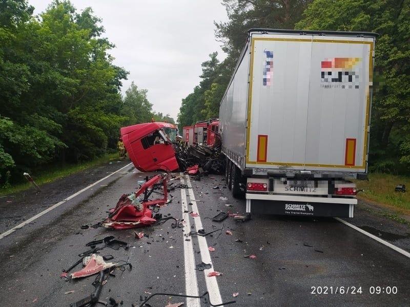 Dramatyczny wypadek pod Krzeszycami. W miejscowości Rogi zderzyły się dwie ciężarówki. Lądował śmigłowiec LPR