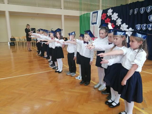 Święto pierwszaków w Szkole Podstawowej w Samborcu. 20 dzieci pasowanych na uczniów
