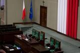 Lewica chce usunąć krzyż z sali plenarnej Sejmu. Magdalena Biejat: Sejm to nie jest miejsce na krzyż [SONDA]
