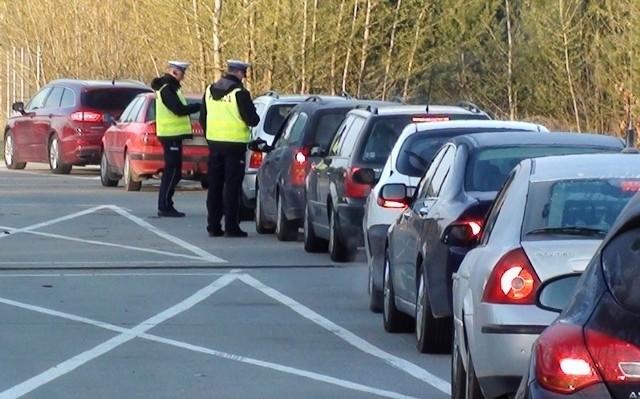 """Okres świąteczny to czas, kiedy na drodze pojawia się więcej niż zwykle nietrzeźwych kierowców. W związku z tym podlaska policja, jak co roku, przeprowadziła dzisiaj akcję """"Trzeźwy poranek""""."""