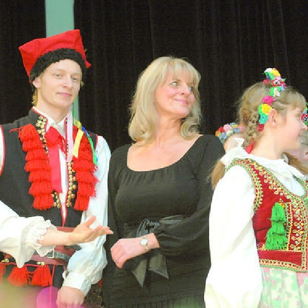 Na scenie ElżbietaKornaszewska czuje się tak samo dobrze, jak w sali prób.