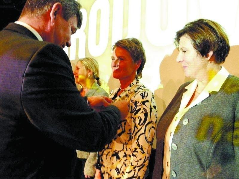 Wśród odznaczonych wczoraj mazurskich pedagogów znalazła się Barbara Popławska (w środku)