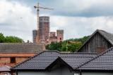 Inwestorzy zamku w Stobnicy z kolejnymi zarzutami. Paweł N. i Dymitr N. fałszowali dokumenty?