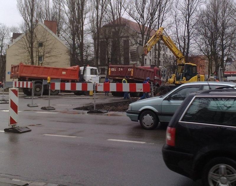Uwaga kierowcy: utrudnienia na ul. Garncarskiej w Słupsku (wideo)