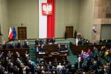 Wysokie podwyżki posłów i polityków! Jak głosowali posłowie z Łodzi i województwa? Podwyżki dla posłów, ministrów, prezydenta 16.08.2020