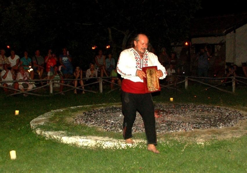 Widowisko we wsi bułgarskiej: Tańce, zupa fasolowa, rakija i taniec na rozżarzonych węgłach