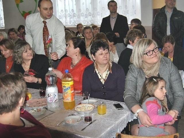 Opatowiecki VI Gminny Dzień Kobiet odbył się w Krzczonowie. Bohaterkami dnia były panie – reprezentowane przez  trzy pokolenia.