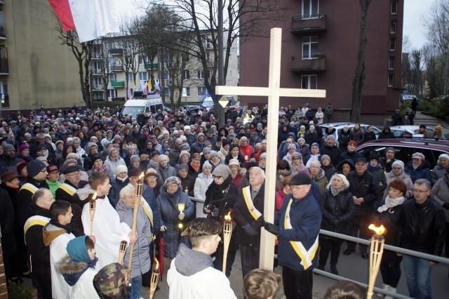 W piątek (12 kwietnia) po mszy świętej, która odbyła się w kościele p.w. NSJ w Słupsku wierni przeszli ulicami Słupska w corocznej Drodze Krzyżowej. Wspólny marsz zakończył się przed kościołem św. Jacka.