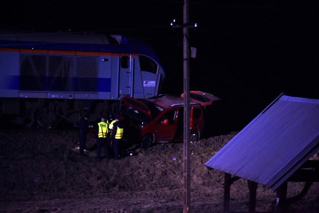 Na przejeździe kolejowym w Bieczu doszło do poważnego wypadku. Pociąg uderzył w samochód