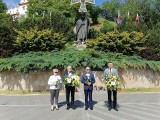 Mieszkańcy Sandomierza wspominają wizytę św. Jana Pawła II w Królewskim Mieście. Złożono kwiaty przed pomnikiem [ZDJĘCIA]
