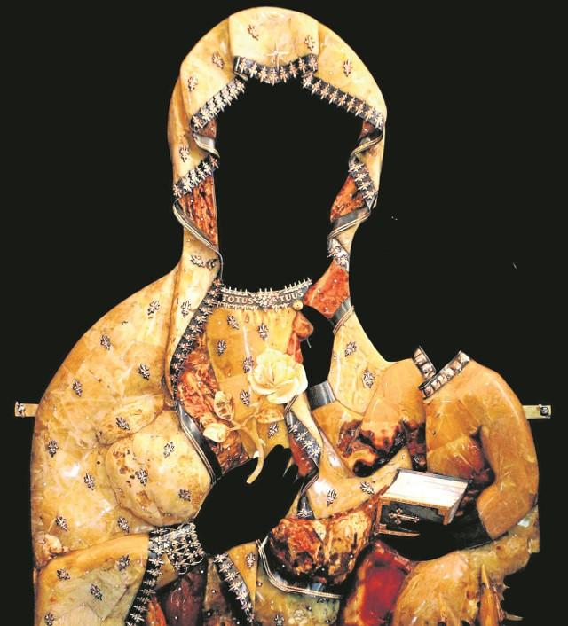 Na wystawie zobaczymy m.in. bursztynowo-brylantową sukienkę Zawierzenia na Obraz Matki Boskiej Częstochowskiej