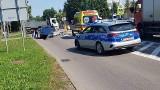 Augustów. 75-latek w skodzie potrącił rowerzystkę na ul. Brzostowskiego. Kobieta trafiła do szpitala [ZDJĘCIA]