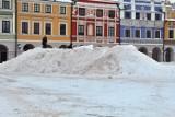 Na rynku stanęła hałda śniegu. Czemu ma służyć? Sprawdź na Zamość NM