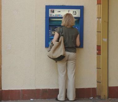 To właśnie z tego bankomatu ktoś wypłacił pieniądze.