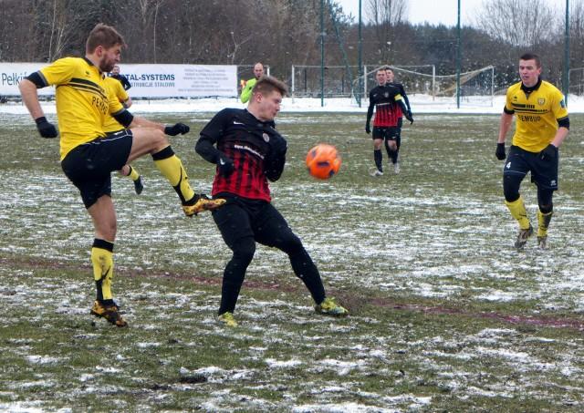 Mecz Wólczanka Wólka Pełkinska - MKS Trzebinia mimo trudnych warunków odbył się.