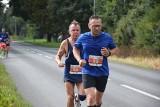 90 uczestników pobiegło w półmaratonie Chełmno - Świecie. Zobacz zdjęcia