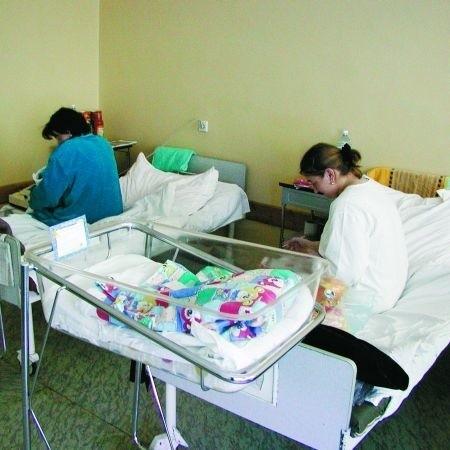 Nieletnie matki trafiają na każdą z porodówek w regionie. Przeważnie decydują się potem na wychowanie malucha. Czasami jednak są zmuszone zostawić go w szpitalu.