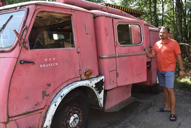 Tak wygląda obecnie strażacki star 25 prezentowany przez Pawła Patera. Po  odnowieniu będzie jedną z wizytówek miasta.