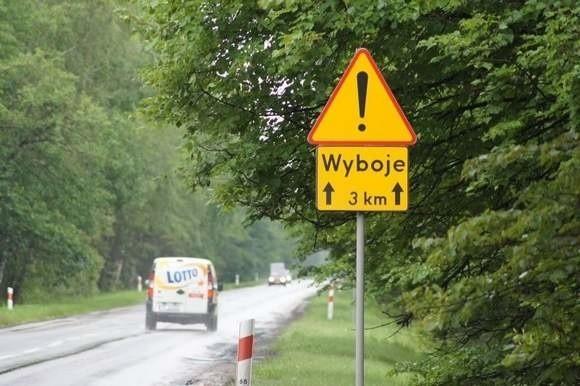 Na razie na drodze 79 stoją tylko znaki informujące o złym stanie nawierzchni