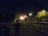 Ogromny pożar pod Wrocławiem. Palił się dworzec kolejowy. 9 osób ewakuowano