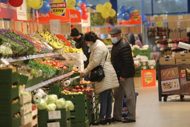 Średnio czteroosobowa polska rodzina marnuje rocznie jedzenie o wartości 2500 zł.