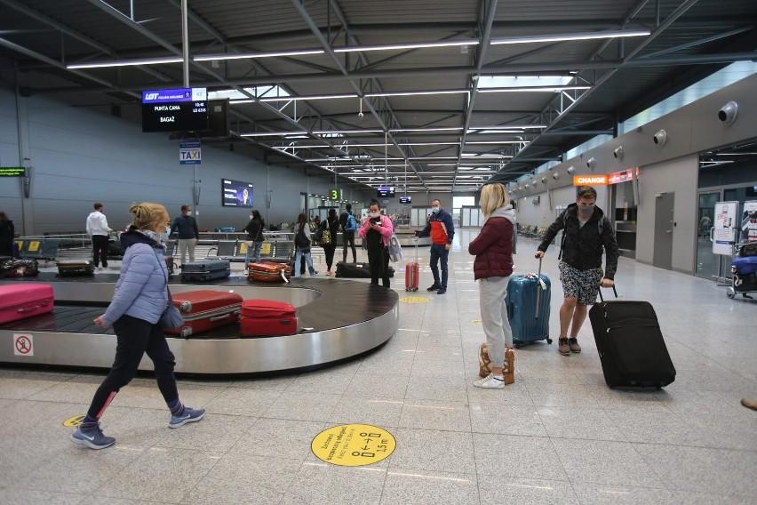 Obowiązkowa kwarantanna dla osób przyjeżdżających z RPA,...