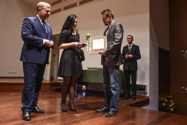 Marszałek wręczył nagrody i stypendia twórcom i animatorom kultury
