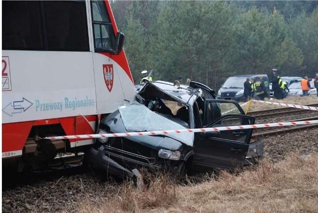Wieleń: Wypadek na przejeździe kolejowym. Jedna osoba nie żyje