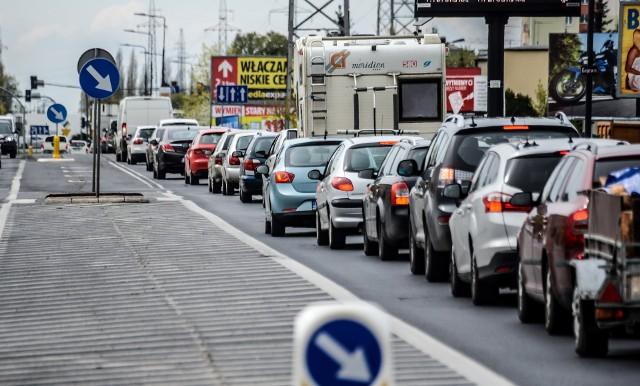Codzienny widok - ruch na ulicy Kamiennej zamiera z powodu setek aut stojących w korkach. Lekarstwem mają być tunele dla aut pod dwiema ulicami i nowy wiadukt.