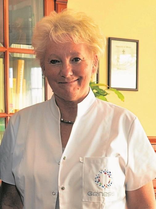 """Prof. Anna Latos-Bieleńska, genetyk Uniwersytetu Medycznego, koordynuje w całym kraju projekt badawczy """"Ochronić Twoją ciążę""""."""