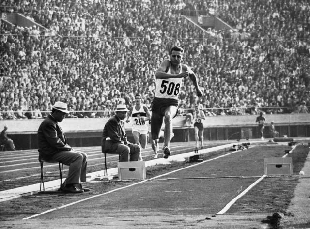 IO Tokio 1964 r. Józef Szmidt - zdobywca olimpijskiego złota w trójskoku.