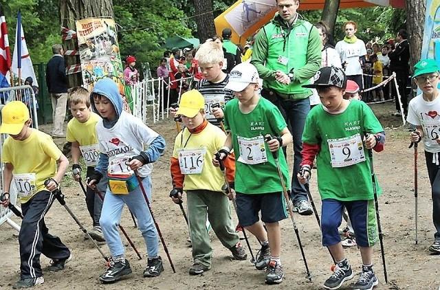 Na starcie zawodów nordic walking w Rudniku stawały także dzieci