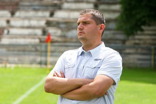 Trener Krzysztof Kapuściński miał sporo do myślenia przed meczem z Zagłębiem.