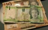 Afera Paradise Papers [LISTA] Lewis Hamilton, Bono, Madonna, Elżbieta II... Kto ukrył pieniądze?