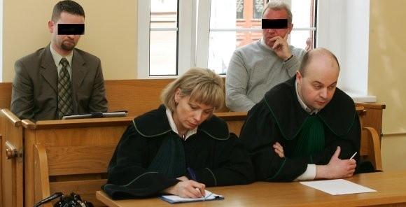 Na zdjęciu od lewej Robert B. oraz Mieczysław Dz. Oprócz kar więzienia w zawieszeniu muszą zapłacić grzywnę i pokryć koszty procesu.