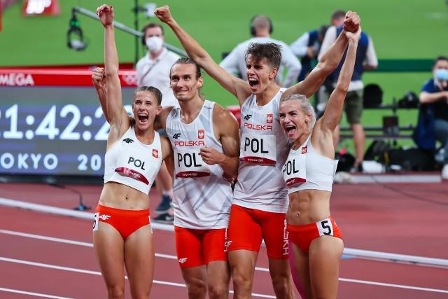Złoci medaliści olimpijscy (od lewej): Natalia Kaczmarek, Karol Zalewski, Kajetan Duszyński, Justyna Święty-Ersetic.