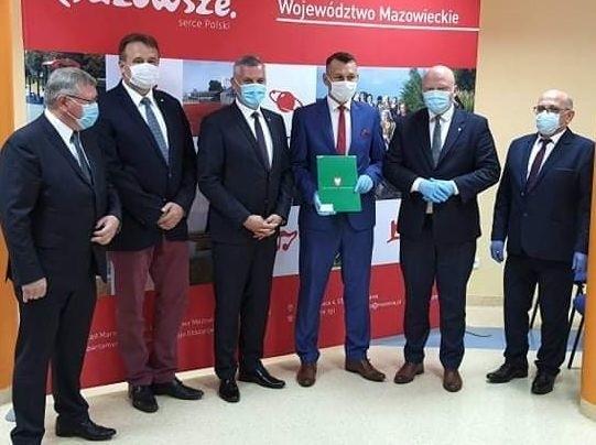 Powiat białobrzeski skorzysta z marszałkowskich dotacji. Podpisana została umowa między innymi na dotację na przebudowę drogi w Jasionnej.