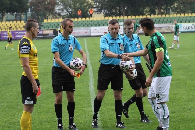 Sebastian Duda (Siarka, z lewej) i Piotra Witasik (Stal, z prawej) oraz koledzy z ich zespołów mają ważne spotkania do zagrania