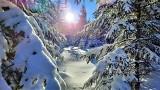 Karkonosze zimą wyglądają jak z bajki! Mróz nie przeszkadza. Do polskiej Narnii ciągną całe rodziny