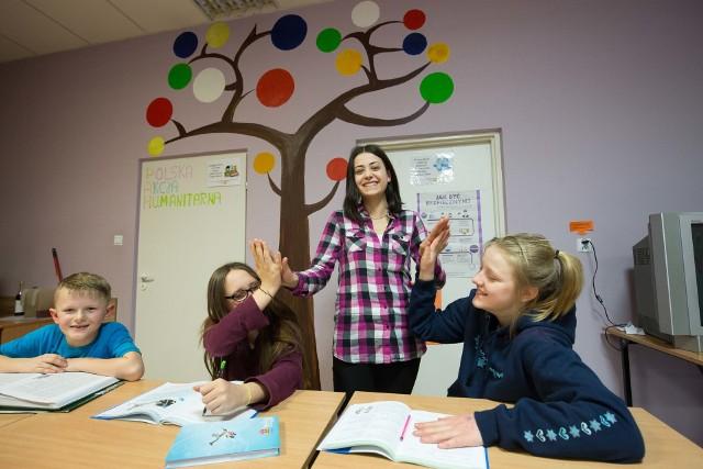 Studenckie Pogotowie Lekcyjne to nie tylko wspólne odrabianie lekcji. Studenci z czasem są dla dzieci jak starsze rodzeństwo.